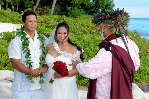 Traditional Hawaiian Wedding by Leo Agpaoa