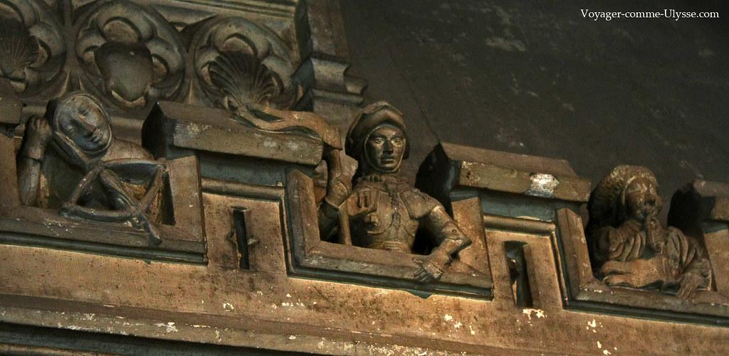 Bas-reliefs représentant des soldats