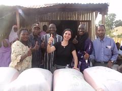 La présidente de Ma Belle Ecole, entourée de nos correspondants à Mopti.