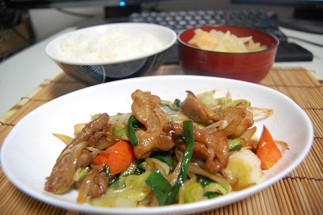 ホルモンと揚げ野菜をニンニク醤油でコッテリ炒め! #jisui