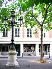 Paris, France, 2005 (Photox0906) Tags: paris france tree spring frankreich place bricks francia arbre printemps parisian floorlamp lampadaire briques parisien tilleul placefurstenberg printanier dwwg