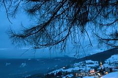 France - Haute Savoie (Thierry B) Tags: winter snow france alps night alpes geotagged photography twilight frankreich europe exterior photos nacht outdoor dusk dr hiver frana bynight neige bluehour savoie crpuscule geotag fr alpi extrieur nocturne bluelight nightfall montains montagnes   hautesavoie  hivers combloux geolocation  europen photographies 2011  rhnealpes  horizontales europedelouest noctambule    photosnocturnes gotagg thierrybeauvir beauvir heurebleu wwwbeauvircom alpesdunord droitsrservs heuremagique laperledumontblanc jourcrpusculaire daytwilight