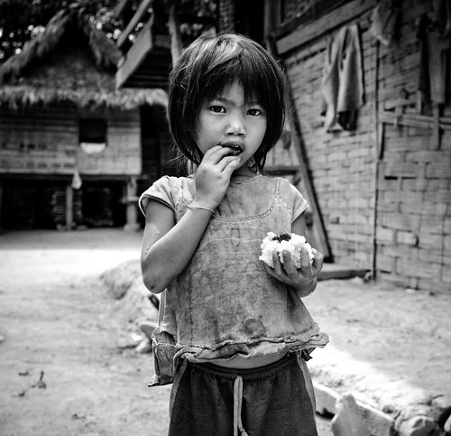 フリー写真素材, 人物, 子供, 少女・女の子, ラオス人, モノクロ写真,