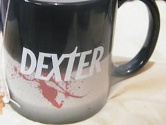 Caneca Dexter by ShowTime - by Euamocanecas.com