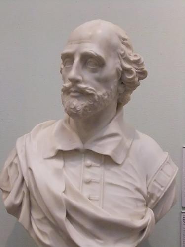 A sculpture of William Shajespeare