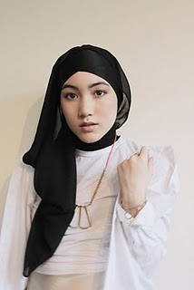 186__700x1500_black-headscarf-hijab-fashion_0