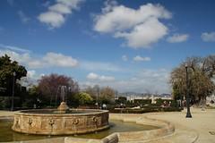 Saturday morning / Sbado por la maana (SantiMB.Photos) Tags: barcelona park parque people espaa fountain clouds geotagged spain gente fuente nubes catalunya tamron 18200 miramar esp montjuic cpl cataluna polarizador ml50 geo:lat=4137033549 geo:lon=217216551