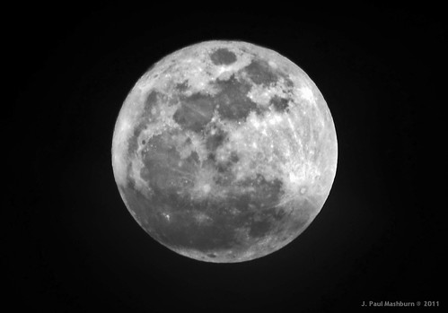 THE 2011 SUPER MOON
