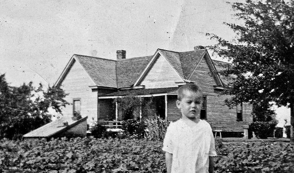 Dewitt Sharp House Circa 1920 - Got Paint? :)