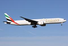 A6-ECJ (JBoulin94) Tags: usa john virginia washington airport dulles iad emirates international boeing airlines kiad 777300er boulin a6ecj