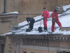 SPB Alpinists without ropes (robert_m_brown_jr) Tags: roof snow ice stpetersburg russia rope shovel snowremoval alpinist