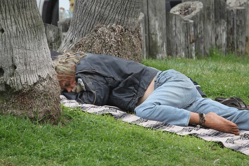 homeless-resting-venice-beach