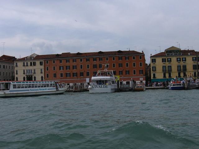 ヴェネツィアの水上バスのフリー写真素材