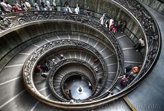 Uscita dei musei (Alex Mansour) Tags: italy rome roma europa europe italia vaticano viagem lazio vaticani mansour cittdelvaticano alexmansour