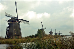 Famous Windmills of Kinderdijk (Foto Martien (thanks for over 2.000.000 views)) Tags: autumn holland history fall mill netherlands dutch architecture moulin mhle arquitectura herfst nederland windmills unesco worldheritagesite molino architektur 1997 picturesque kinderdijk alblasserwaard molen architectuur pictorial niederlande historisch windmhle watermolen windmolens wassermhle najaar molinosdeviento patrimoniomundial moulinvent fotogeniek unescoworldheritagelist poldermolen schilderachtig listedupatrimoinemondial werelderfgoedlijst a550 overwaard blokweer nederwaard provinciezuidholland provinceofsouthholland welterbes martienuiterweerd carlzeisssony1680 martienarnhem sonyalpha550 mygearandme mygearandmepremium martienholland mygearandmebronze mygearandmesilver mygearandmegold mygearandmeplatinum mygearandmediamond fotomartien poldernieuwlekkerland