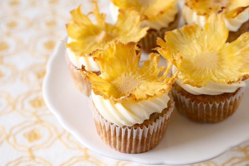 Hummingbird Cupcakes | Annie's Eats
