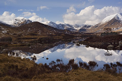 Lochan na h-Achlaise - Rannoch Moor - Scotland (tigrić) Tags: mountains reflection nature water landscape scotland rannochmoor lochnahachlaise lochannahachlaise lochannaachlaise