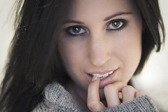 (Marko  Rijnsburger) Tags: light portrait woman girl beauty canon model eyes chica kim natural bella portret vrouw markorijnsburger mrijnsburger
