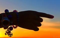 Expositor (Boarin) Tags: sol contraluz mão adereços