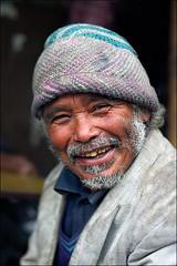 Happy Porter (Apratim Saha) Tags: life portrait man color happy hill porter darjeeling indai westbengal kurseong apratim apratimsaha