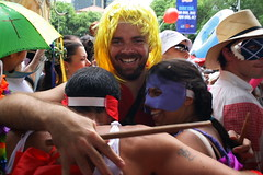 Bloco de carnaval do Rio de Janeiro (  Claudio Lara - FOTGRAFO) Tags: cidade brazil rio brasil riodejaneiro canon happy photography photo dance samba janeiro mask photos weekend live brasilien fantasia musica alegria claudio dana msica fasching karneval brsil mscara carnivals brazili  claudiolara   brazilworldcup brazil2014  rio2016  fifa2014  claudiol clccam blocosderuadorio blocosderua2012 blocoscarnavale  atraesdorio flickrbyclaudio brasiil2014