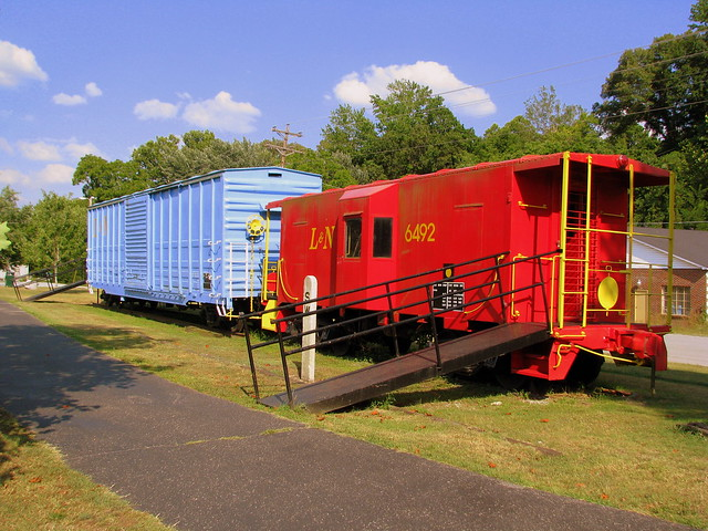 Erin, TN Caboose and Boxcar