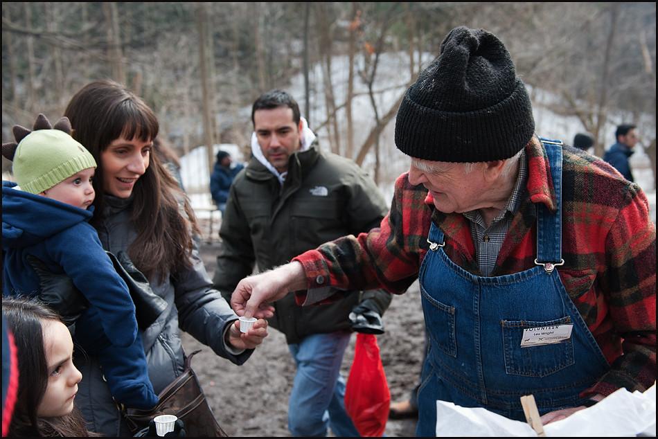 Как добывали кленовый сироп в Канаде