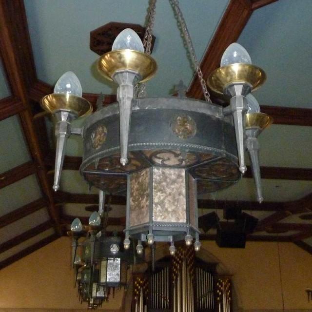 P1080729-2011-03-17-Central-Presbyterian-Church-Phoenix-Flies-Sanctuary-Chandalier