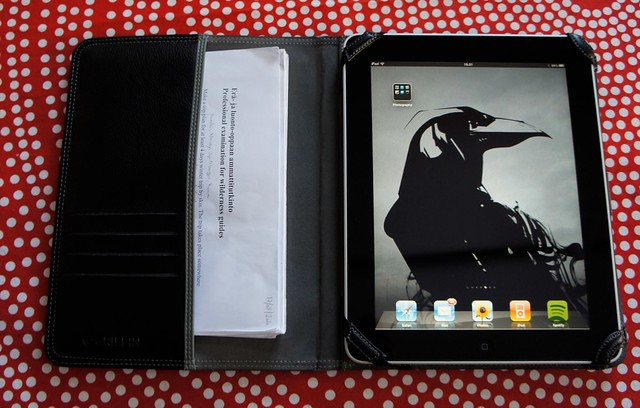 iPad & Griffin Elan Passport Case