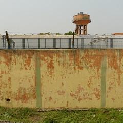 Train Santiniketan-Kolkata Howrah (Sandra L N.) Tags: india train walls kolkata calcutta urbanfurniture santiniketan