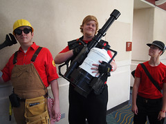 TF2: RED Team! (Fernando Lenis) Tags: pen orlando photos cosplay scout olympus fernando fl megacon heavy cosplayers 2011 lenis engie tf2 epl1