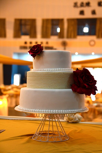Simple vogue style wedding cake