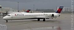 Delta Air Lines McDonnell Douglas MD-90-30 (N905DA) (alberto vtr) Tags: delta air lines mcdonnell douglas md9030 n905da avion aviation plane aiport aeropuerto de miami mia spotter spotting nikon d5300 aerolinea usa