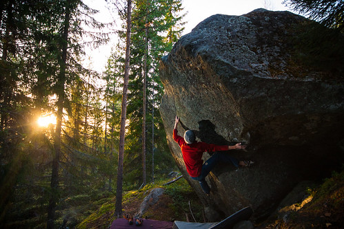 Me projecting Midi assis (8a) at hiidenkirnut