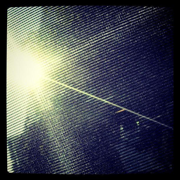 透过遮光帘的阳光