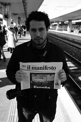 uniti contro la crisi (John Soqquadro) Tags: italy italia pisa toscana stazione ilmanifesto francesco ciccio manifesto binari desantis binario pisacentrale quotidianocomunista rotondella francescodesantis