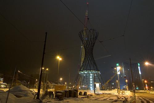 Geschafft: Die 52 Meter hohe Skulptur ist aufgestellt