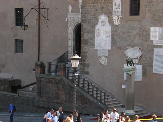 ローマの街角の階段のフリー写真素材