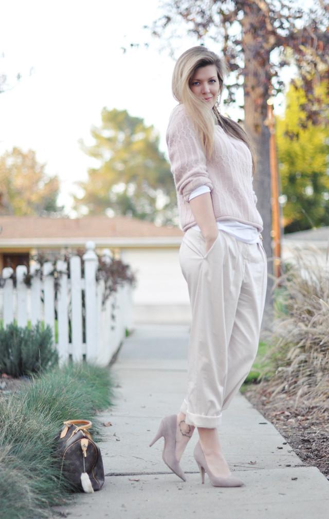 muted soft neutrals, khaki pants, pink soft sweater, suede pointy toe pumps, louis vuitton bag, steve madden shoes, DSC_0099