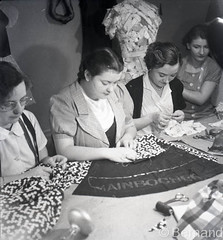 Dressmakers from Mainbocher working on Duchess of windsor Trousseau, Cand, France 1937 (Bla Bernand) Tags: windsor 1937 dressmakers cand duchesse mainbocher couturires