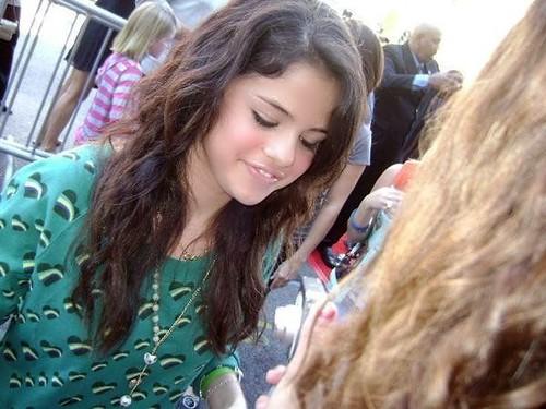 selena gomez rare pictures 2011. Selena Gomez Rare