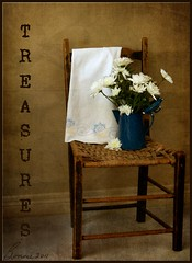 treasures....... (bonnie5378) Tags: daisies textures treasures makingfriends feb11 oldchair myowntexture kimklassen handstichedoldapron teapotfullofdaisies