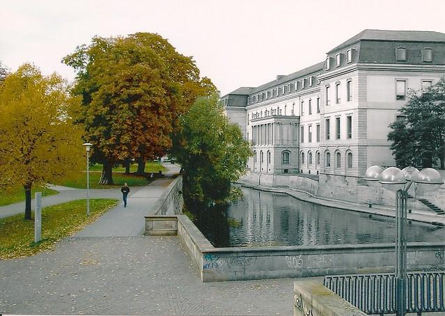 Leine-Ufer am Niedersächsischen Landtag