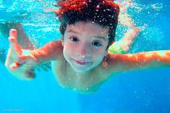 bajo el agua 0994 (orikanovich) Tags: blue water swimming agua underwater piscina swimmingpool buceo