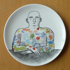 bordje klaar! (hier houd ik van) Tags: man tattoo ceramics plate bord keramiek tatoeage theillustratedman getatoeerdeman