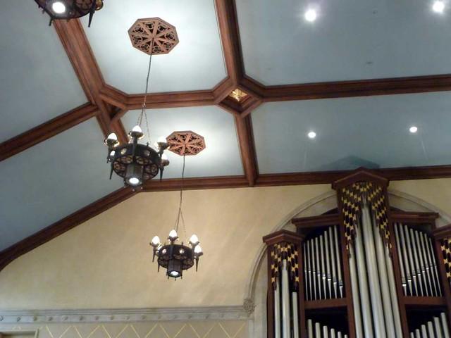 P1080710-2011-03-17-Central-Presbytrian-Church-Phoenix-Flies-Sanctuary-Ceiling