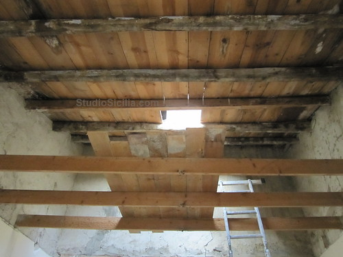 Studio Sicilia: Skylight and wood