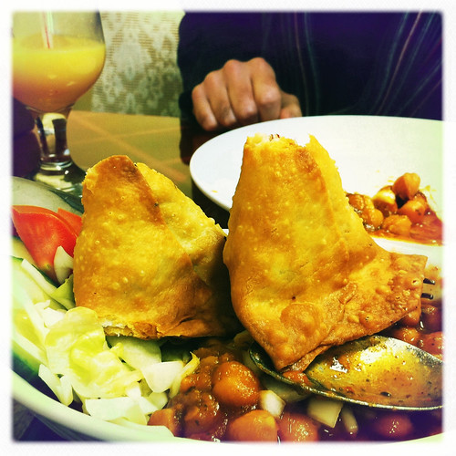 samosas on chola