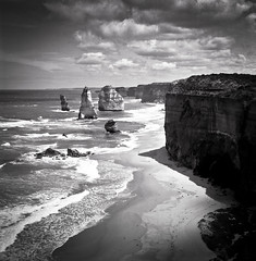The Twelve Apostles (Connis and Arthur) Tags: bw 120 6x6 tlr film mediumformat square victoria vic yashica twinlensreflex yashicamat124g filmphotography thegreatoceanroad yashica124g thetwelveapostles shanghaigp3100