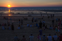 Watching the sun set (Stonebridge65) Tags: mindil mindilbeach mindilbeachmarket darwin australia northaustralia topend sunset beach people sea nikon d5100 tamron northernterritory